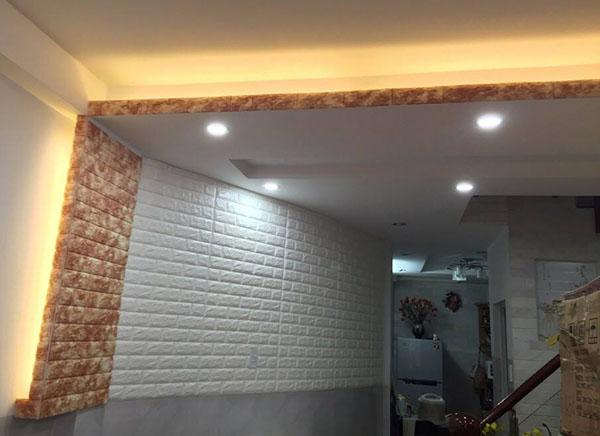 Mẫu xốp dán tường màu cam giả gạch độc đáo