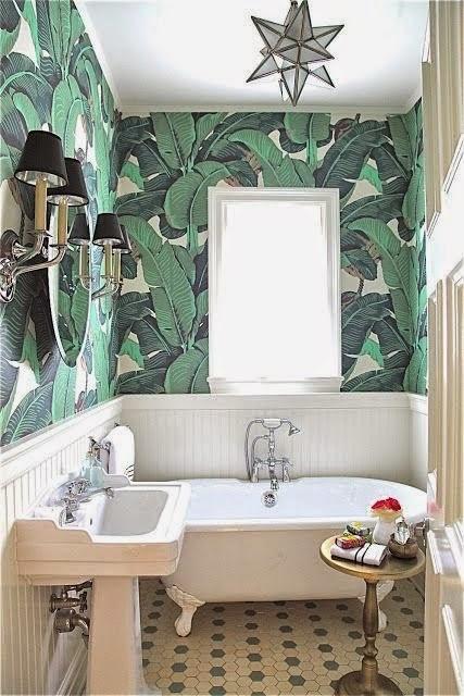 Mẫu giấy lá chuối dán tường cho phòng tắm nhỏ