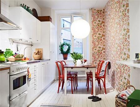 Phòng bếp với mẫu xốp dán tường họa tiết kết hợp