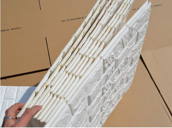Sắp xếp các tấm xốp dán tường cho hợp lý