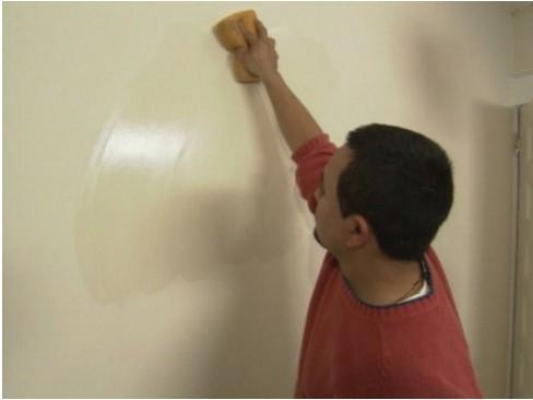 Vệ sinh tường sạch sẽ