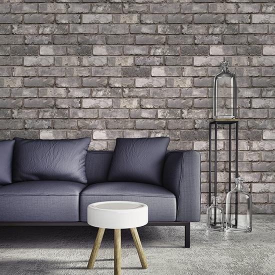 Xốp dán tường gạch màu tối giúp không gian thêm sang trọng